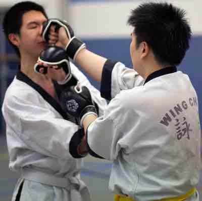 Wing Chun Stoot. Hard, snel en door het midden.